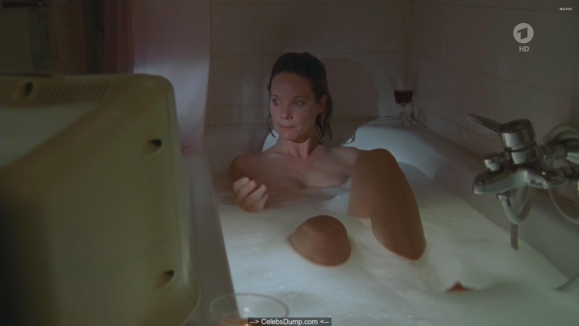 Nackt kramer ann-kathrin Ashley Roberts