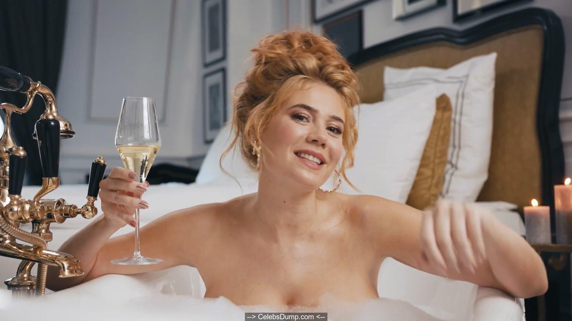 Nude pics rojinski palina Palina Rojinski