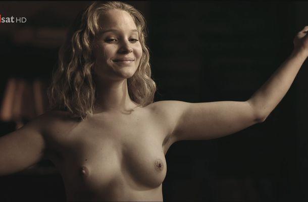 Emilia Schuele  nackt