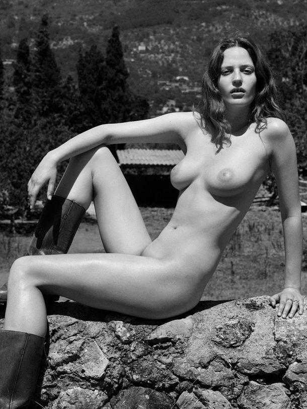 Julia Banas  nackt