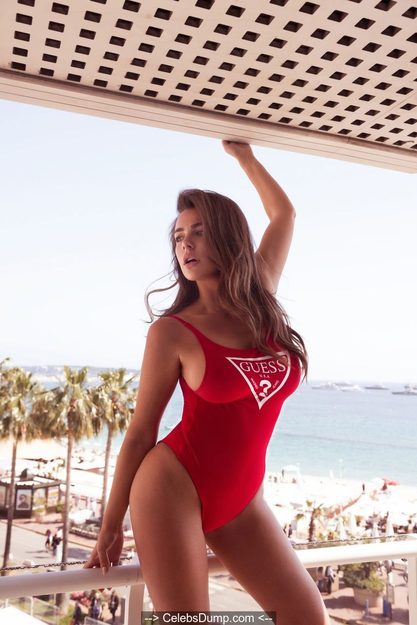 Nadine Mirada  nackt