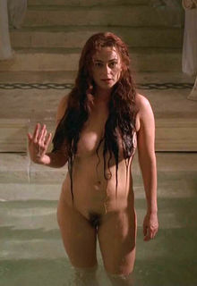 Polly Walker shows her nude tits, ass and pussy at Rome S1E01