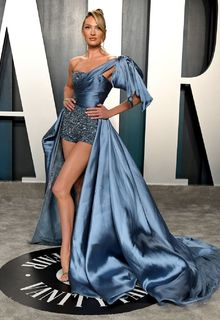 Supermodel Candice Swanepoel shows her long legs at Vanity Fair Oscar 2020 Party - February 09, 2020