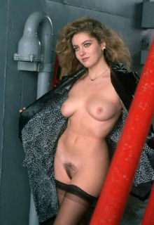 Jessica Moore naked at Eleven Days, Eleven Nights: 11 giorni, 11 notti (1987)