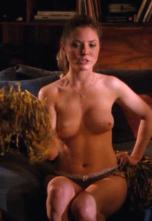 Kaitlin Doubleday shows her nude tits in Hung s03e03-08 (2011)