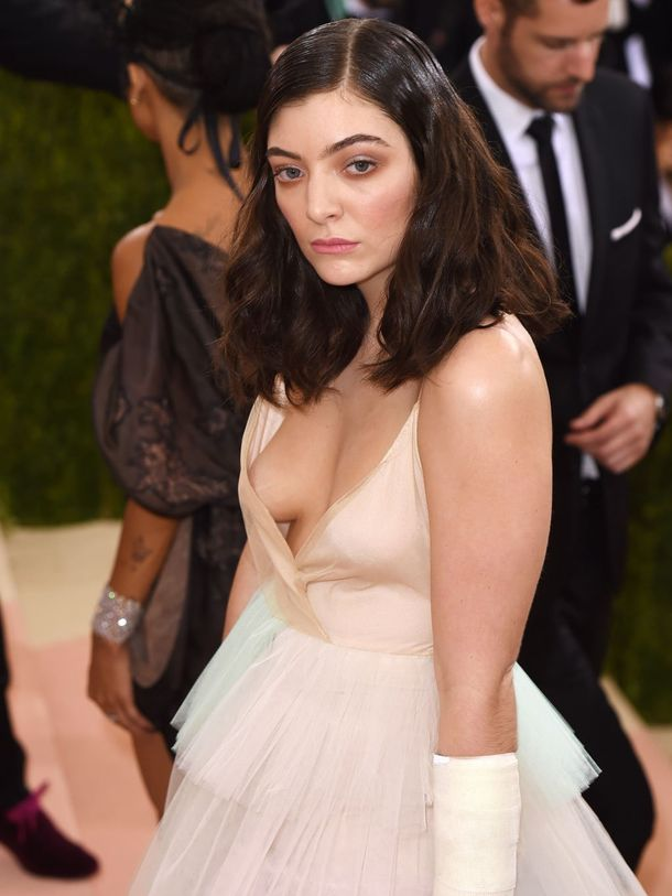 Nude lorde Lorde Shares