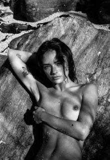 Jessica Lee Buchanan naked in nature by Dennis Swiatkowski